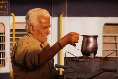 Chai-seller-at-Delhi-train-station-India