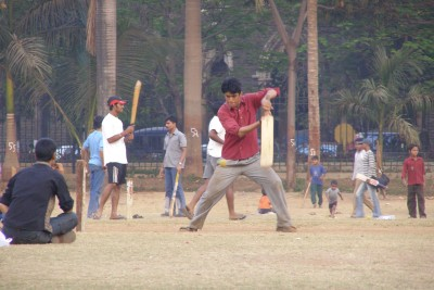 Cricket-on-the-maidan-in-Mumbai-India