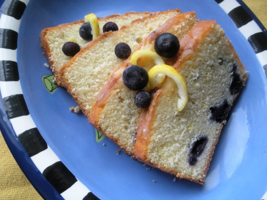 Dream Spring Living: Lemon Blueberry Lavender Quickbread