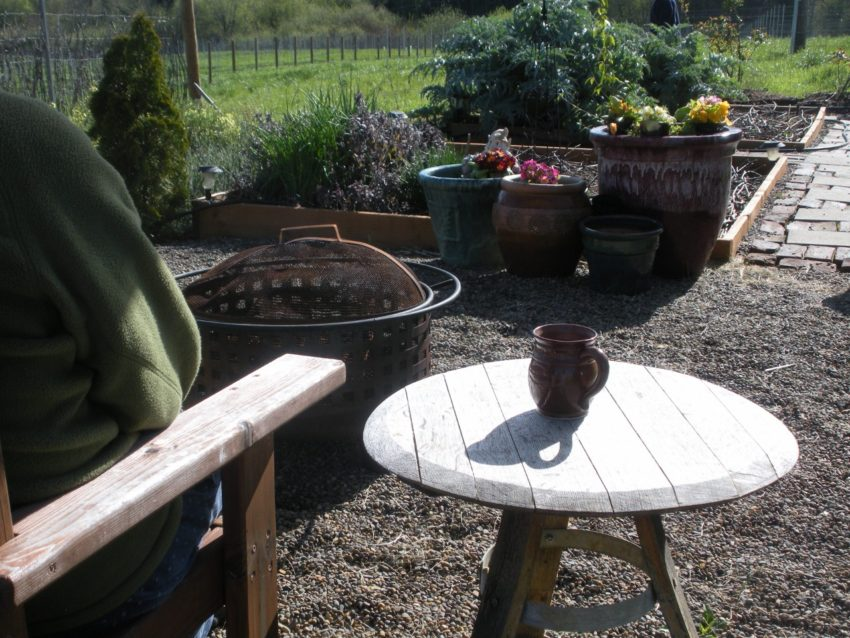 Dream Spring Living: Barrel head garden table made with hoops and staves for legs